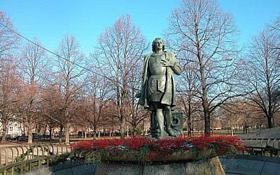 Christopher Columbus statue in Arrigo Park, Chicago, Illinois (photo credit: CC-BY 2.0 davidwilson1949, Flickr)