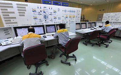 Iranian technicians work at the Bushehr nuclear power plant in 2010. (photo credit:AP /IIPA,Ebrahim Norouzi)