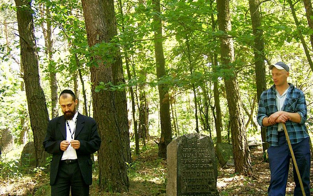 At the Jewish cemetery in Warsaw. (photo credit: Kuba Wyszynski/JTA)