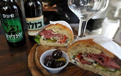 A corned-beef sandwich with 2 locally-brewed beers at Boutique Naqnique (photo credit: David Katz)