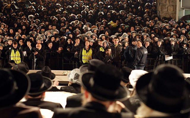 Tens of thousands of Hareidim gather at a rally in the the Mea Shearim neighborhood of Jerusalem (Photo credit: Kobi Gideon / Flash90)
