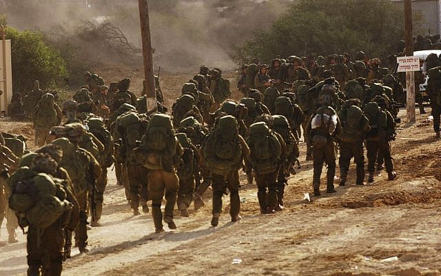 IDF soldiers, including reserve troops, in 2009 (photo credit: IDF Spokesman/Flash90)