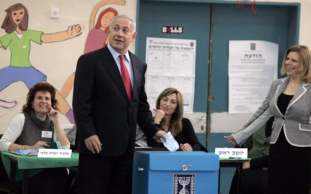 Benjamin Netanyahu casting his vote in Jerusalem for the 2009 Knesset elections (Yossi Zamir/Flash90)