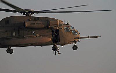 Unit 669 simulates rescue operation, January, 2010 (Photo: Ofer Zidon/Flash90)