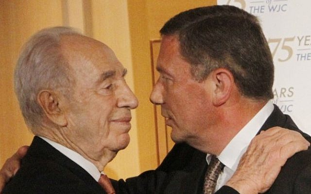 Nochi Dankner, right, embraces President Shimon Peres after receiving the World Jewish Congress 2011 Herzl Award for innovation and entrepreneurship. (photo credit: Miriam Alster/Flash90)