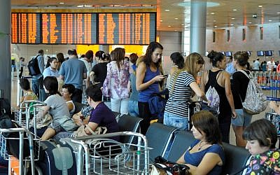 Passengers wait at Ben Gurion airport (photo credit: Yossi Zeliger/Flash90)