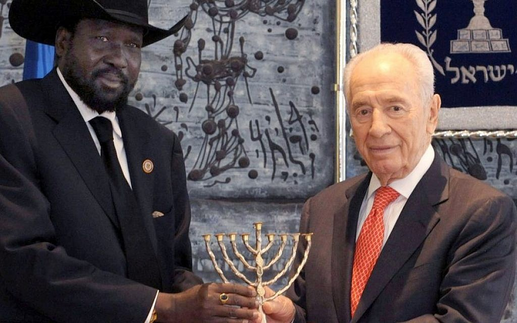 President Shimon Peres presents South Sudanese President Salva Kiir Mayardit with a menorah in Jerusalem in December. (photo credit: Mark Neyman/GPO/Flash90)