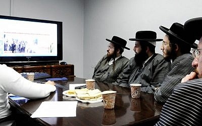 Members of the ultra-Orthodox Toldot Aharon community attend a computer and Internet lecture in Ramat Gan, after receiving authorization from their rabbis. (Yossi Zeliger/Flash90)