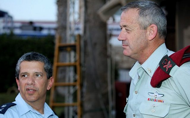 Amir Eshel (left) with Benny Gantz (photo credit: Moshe Shai/Flash90)