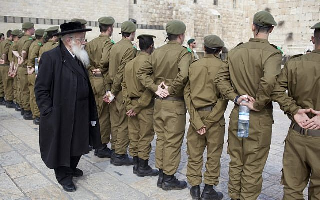 Watching soldiers at an army ceremony at the Western Wall (photo credit: Yonatan Sindel/ Flash 90 )