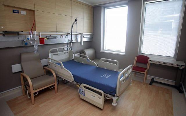 A room in Hadassah Ein Kerem's new wing (photo credit: Uri Lenz/Flash90)