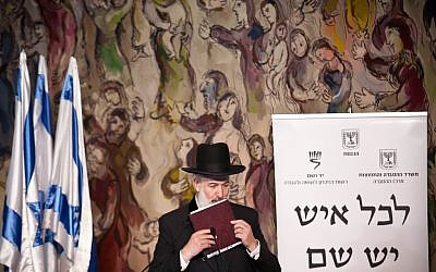 Chief Rabbi Yona Metzger speaking at Yad V'shem earlier this year.  Yesterday the Rabbi spoke about the Tal Law(Photo credit: Noam Moskowitz/Flash90)