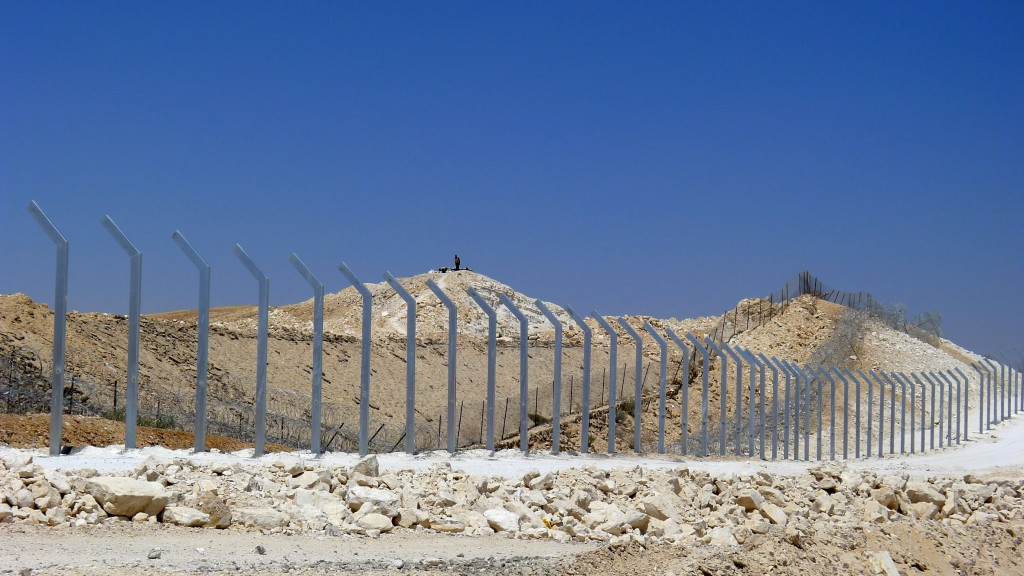 Netanyahu egypt border fence halted flow of migrants