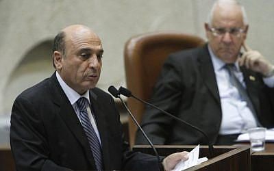 Shaul Mofaz speaking in the Knesset as Rueven Rivlin looks on Monday (photo credit:  Miriam Alster/Flash90)