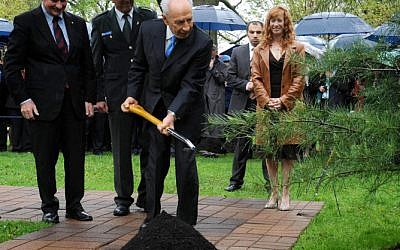 President Shimon Peres during a tree planting ceremony at Rideau Hall Ottawa on Wednesday (photo credit: Mark Neyman/GPO/Flash90)