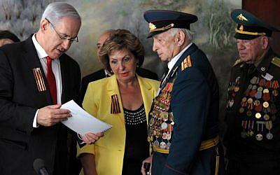 Prime Minister Benjamin Netanyahu meets Russian-Israeli World War II veterans on Veterans Day, May 09, 2012. (photo credit: Amos Ben Gershom/GPO/Flash90)