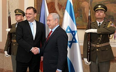 Benjamin Netanyahu, right, with Czech Prime Minister Petr Necas in May 2012. (photo credit: Avi Ohayon/GPO/Flash90)