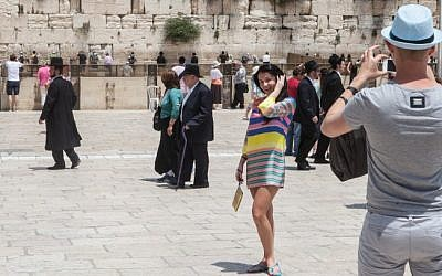 Tourists in front of the Western Wall in Jerusalem's Old City in May 2012. (photo credit: Uri Lenz/Flash 90)