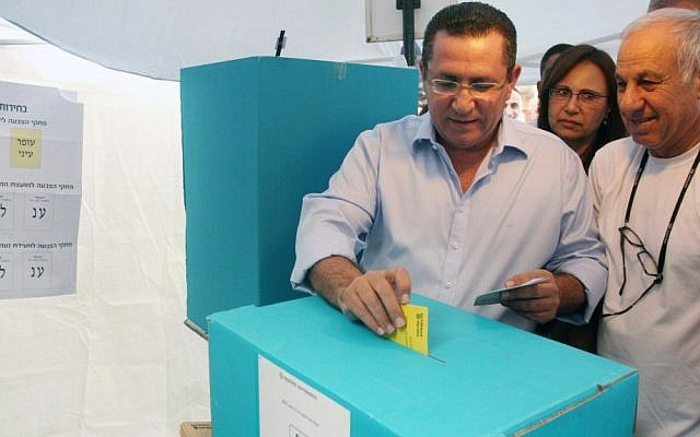 Ofer Eini casts his ballot on Tuesday (photo credit: Roni Schutzer/Flash90)