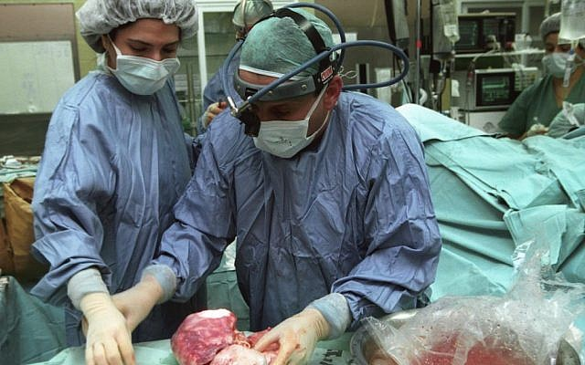 Illustrative: Doctors performing an organ transplant. (Flash90)