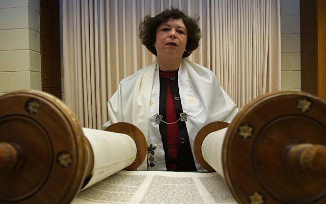 Reform Rabbi Jalena Rubinstein reading from the Torah in 2003. (photo credit: Flash90)