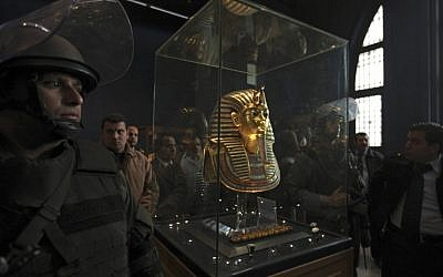 Egyptian special forces stand next to the funeral mask of King Tutankhamun in its glass case in the Egyptian Museum in Cairo (photo credit: AP/Tara Todras-Whitehill, File)