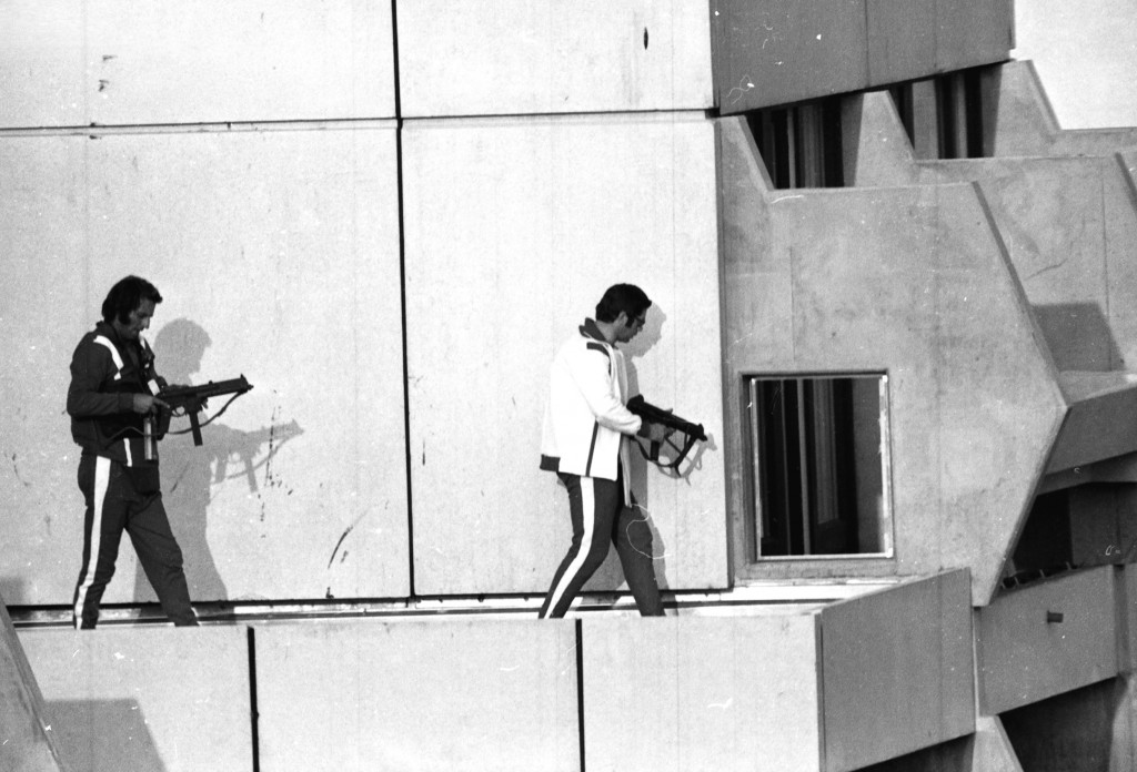 Two West German policemen, armed with Walther MPL submachine guns and wearing tracksuits, get into position on the roof of the building where terrorists were holding Israel Olympic team members hostage, September 5, 1972 (photo credit: AP)