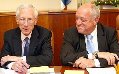 MK Ronnie Bar-On (right) and Governor of the Bank of Israel Stanley Fischer in a special meeting at the Knesset in 2008 (photo credit: Ariel Jerozolimski/Flash 90)