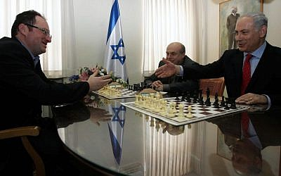 Israeli chess champion Boris Gelfand, left, plays against Jewish Agency Chairman Natan Sharanksy and Prime Minister Benjamin Netanyahu, far right, in 2010 (Alex Kolomoisky/Pool/Flash90