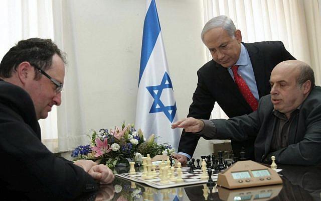 Chess master Boris Gelfand (left) plays a game of chess against Prime Minister Benjamin Netanyahu (far right) and Jewish Agency Chairman Natan Sharansky in 2010 (photo credit: Alex Kolomoisky/Flash90)