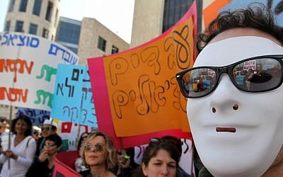Social workers protest in Jerusalem against poor working conditions and inadequate pay, March 2011 (Nati Shohat/Flash90)