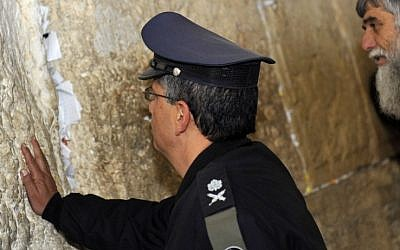 Amir Eshel, the new Israel Air Force commander, at the Western Wall last month (photo credit: Yoav Ari Dudkevitch/Flash90)
