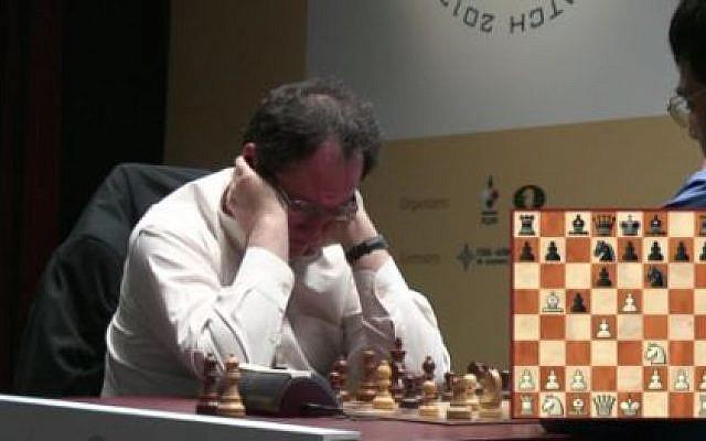 Boris Gelfand at the beginning of game four of the rapid chess round to determine the World Chess Champion on Wednesday (screen capture: World Chess Championship)