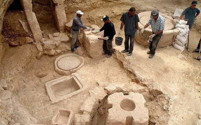 The olive oil press found on the outskirts of the city of Modi'in dates back nearly a millennium and a half (Courtesy of the Israel Antiquities Authority)