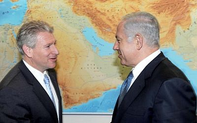 Robert Wexler and Israeli PM Netanyahu. (photo credit: Courtesy of S.Daniel Abraham Center for Middle East Peace)