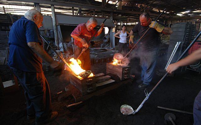 Working the wood casting (Courtesy Hilla Shamia)