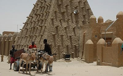 The Timbuktu Mud Mosque in Mali, West Africa. (photo credit: CC-BY 2.0, by emilio labrador, Flickr)