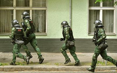 Illustrative photo of German police officers (CC BY-SA JayPLee, Flickr)