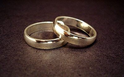 A pair of wedding rings (CC BY-Jeff Belmonte, Wikimedia Commons)