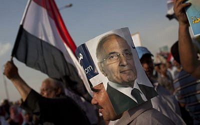 A supporter of Ahmad Shafiq demonstrates in Cairo Saturday (photo credit: (AP Photo/Bernat Armangue)