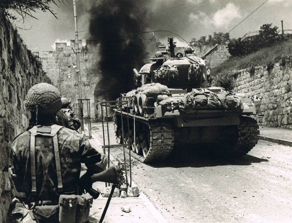 Charging through Lions Gate on June 7, 1967 (Photo credit: Copyright: Yossi Shemy/ all rights reserved)