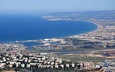 The industrial area of Haifa Bay (Shay Levy/Flash90)