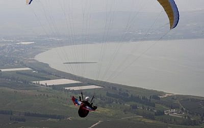 Paragliding in the North. (photo credit: Matanya Tausig/Flash90)