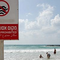 Israelis swim at an unauthorized beach in Tel Aviv. (photo credit: Gili Yaari/Flash90)