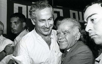 Yitzhak Shamir with Benjamin Ntanyahu in 1986. (photo cedit: Moshe Shai/Flash90)