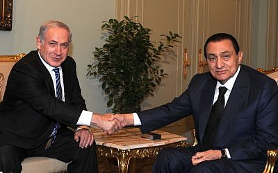 Israeli Prime Minister Benjamin Netanyahu and Egyptian president Hosni Mubarak meet in Cairo, July 2010 (Moshe Milner/Government Press Office/Flash90)