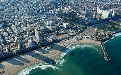 View of the Tel Aviv coastline (Moshe Shai/Flash90)