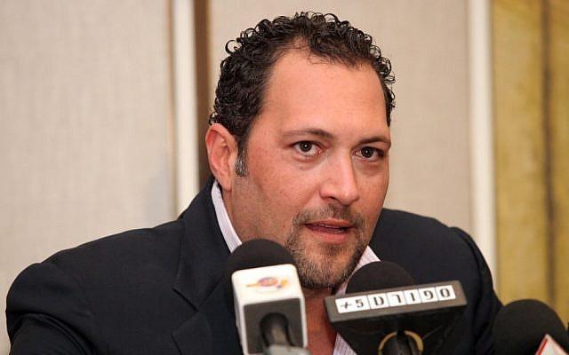 Jewish businessman and philanthropist Guma Aguiar at a 2011 press conference in Israel (photo credit: Abir Sultan/Flash 90)