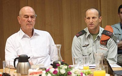 Minister for Home Front Defense Matan Vilnai during a briefing with IDF officers last year (photo credit:Meir Partush/Flash90)