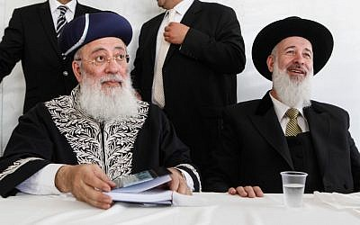 Sephardi Chief Rabbi Shlomo Amar (left) and Ashkenazi Chief Rabbi Yona Metzger at the Western Wall in Jerusalem in April 2012 (photo credit: Uri Lenz/Flash90)